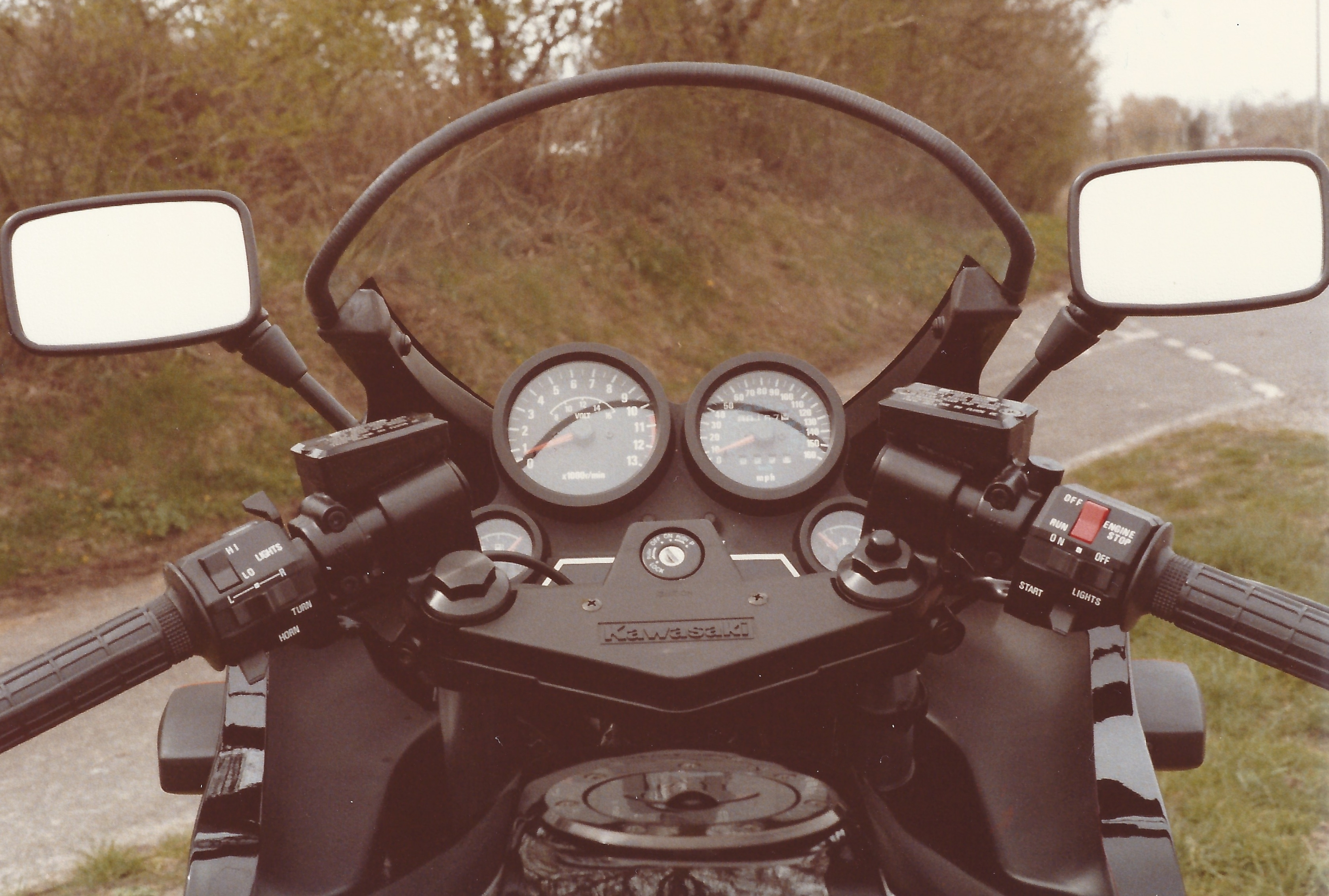 The dials of a Kawasaki GPz750R motorcycle